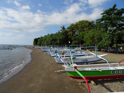 Bootjes op het strand van Lovina