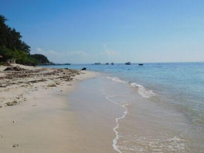Mooie verlaten stranden op Gili Air bij Lombok, Indonesie