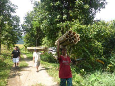 Tijdens de wandeling passeer je de lokale bevolking in de omgeving van Munduk, Bali, Indonesie