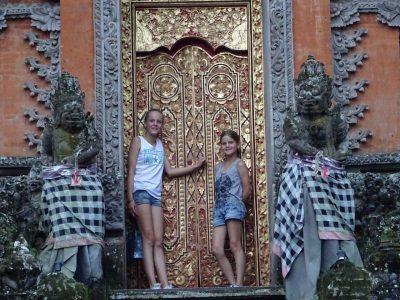 Kinderen bij de tempels van Ubud
