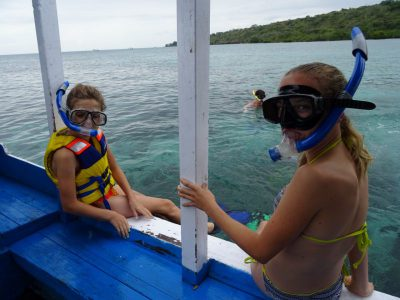 Kinderen snorkelen in Pemuteran
