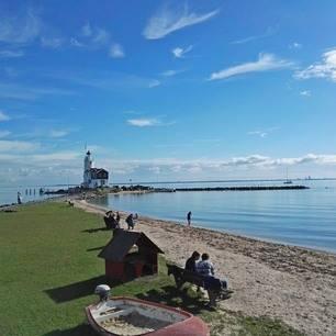 Fietsen of varen door waterland naar het pittoreske Marken.