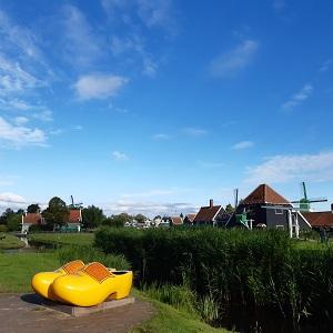 Ga jij op de foto in de grote klomp op de Zaanse Schans?