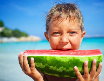 Ook de kinderen genieten aan zee, Thailand