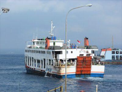 Een klein half uurtje varen van Java naar Bali met de ferry, Indonesie